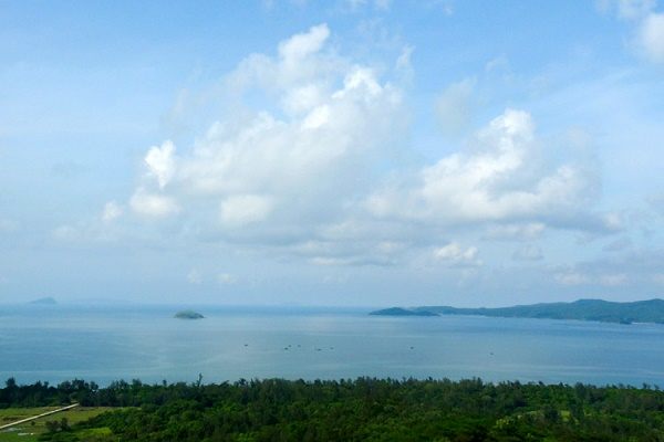 Phong cảnh đảo Cô Tô nhìn từ ngọn hải đăng