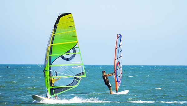 lướt ván buồm ở Mũi Né
