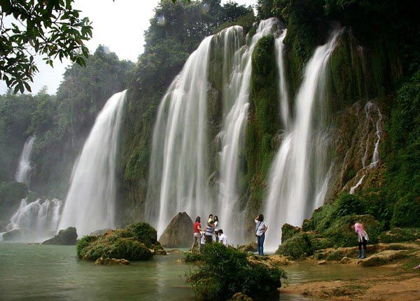 Bạn sẽ phải hối tiếc khi đến du lịch Đà Lạt mà lại bỏ qua không tới thác Voi thơ mộng, kỳ bí.