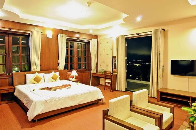 Nội thất sang trọng với giường lớn, phòng 2 người tại khách sạn Kỳ Hòa.